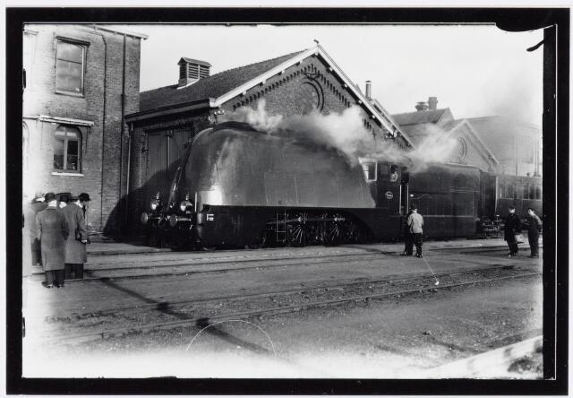 036959 - Spoorwegen, Centrale Werkplaats, Atelier, NS: Proefrit  met een gestroomlijnde stoomlocomotief welke liep tussen Tilburg en Roosendaal op 10-01-1936