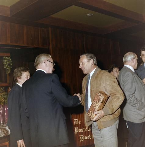 1237_012_976_001 - Zorg. Feestelijke bijeenkomst van de Tilburgse Kruisvereniging in de Postelse Hoeve in april 1985.