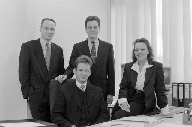 1237_002_218_008 - Personeelfoto van medewerkers Van Spaendonck in maart 1998.
