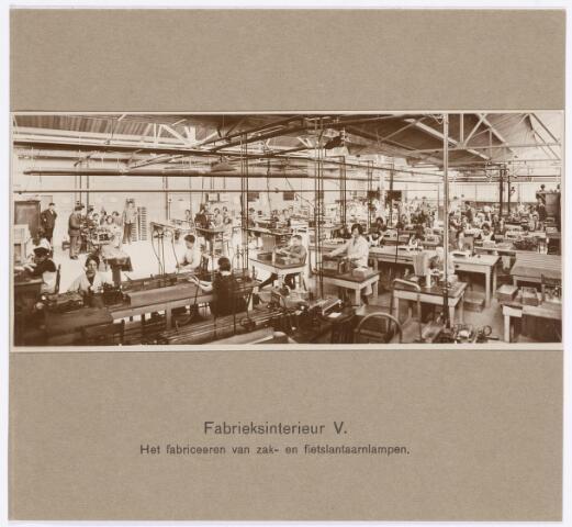 039067 - Volt. Zuid. Productie,fabricage van zak- en fietslantaarnlampen rond 1925. Locatie gebouw C de z.g.n. shedbouw.Voltstraat was toen Nieuwe Goirleseweg.