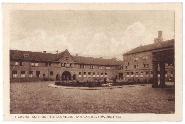 001297 - Elisabethziekenhuis. Gezondheidszorg. Ziekenhuizen. Jan van Beverwijckstraat, binnenplaats St. Elisabethziekenhuis. De poort in het gebouw links is de hoofdingang.