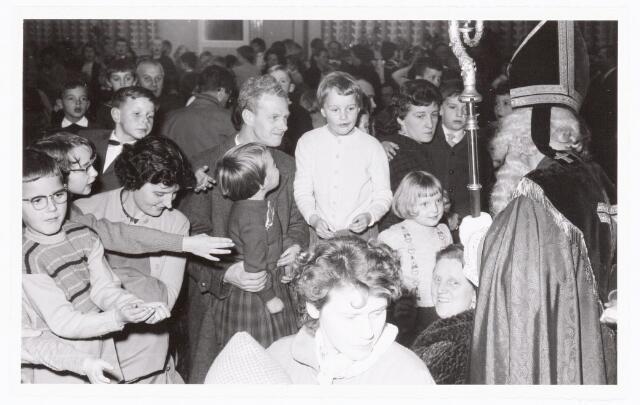 038891 - Volt. Zuid. Ontspanning. Viering Sint Nicolaas voor de kinderen van het personeel in 1959. Sinterklaas. St. Nicolaas.