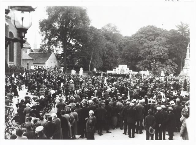 008973 - Onthulling standbeeld mgr. Zwijsen op 12 september 1933.