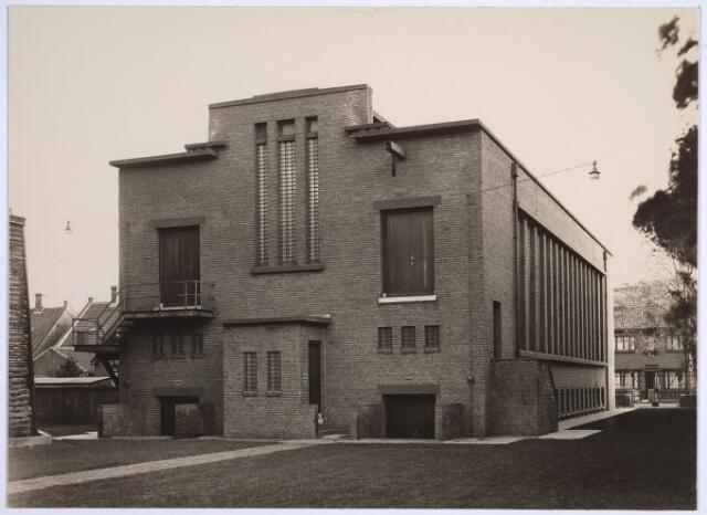 025184 - Achterzijde van het schakelstation van het Gemeentelijk Energiebedrijf aan de Lange Nieuwstraat in 1932