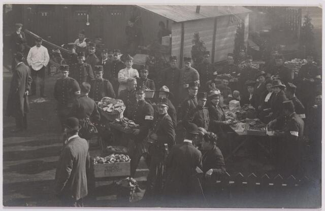 042287 - Eerste Wereldoorlog. Belgische vluchtelingen. Aankomst op het station.