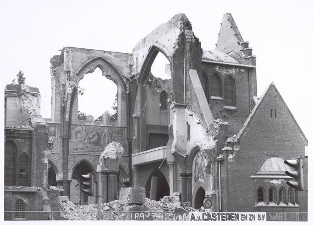 020092 - Sloop van de kerk van het Heilig Hart, parochie Noordhoek, in 1975. De kerk werd gebouwd in 1897/1898 naar een ontwerp van dr. P.J.H. Cuypers