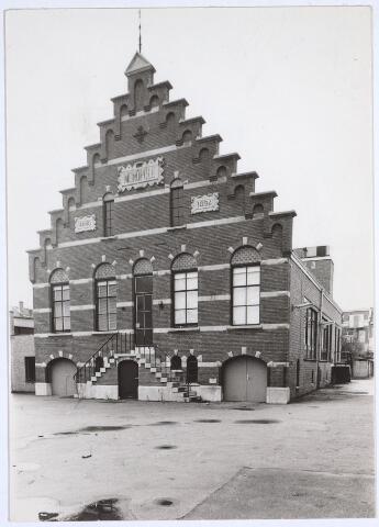 025475 - Het voormalige wijnpakhuis Monopole van de familie Verbunt aan de Langestraat in Tilburg. Later werd dit buurthuis Monopole. Het pand dateert van 1894