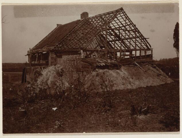 101618 - Waterwegen. Wilhelminakanaal. Wegens het kanaal werd dit huis afgebroken.