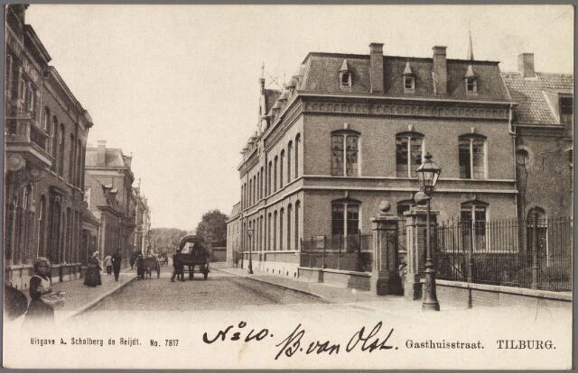 010261 - Elisabethziekenhuis. Gasthuisstraat, nu Gasthuisring. Rechts de ingang van het voormalige St. Elisabeth Gasthuis, daarna het moederhuis van de fraters van O.L.V. Moeder van Barmhartigheid.