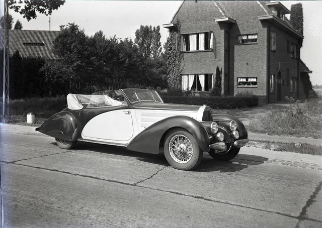 653700 - Bugatti 57C Galibier van de familie Van Dooren (van Dooren en Dams)