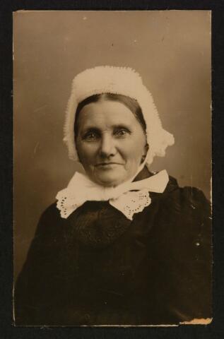 063844 - Johanna van de Luijtgaarden, geboren te Zevenbergen op 19 februari 1859, overleden te Tilburg op 29 oktober 1920. Zij trouwde met hovenier Gerardus van Loon.