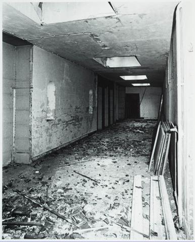 025373 - Interieur van het St. Josephgasthuis aan de Lange Nieuwstraat tijdens de sloop in 1977