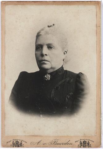 004696 - Maria Francisca Antonia Athanasia (Marie) de HORION DE CORBY (* Breda 24-10-1841  † Tilburg 1-9-1907) was getrouwd met Eduard F.A. Janssens, stichter van de wollenstoffenfabriek Janssens de Horion. Het echtpaar kreeg 11 kinderen. Zie ook foto nr. 4689.