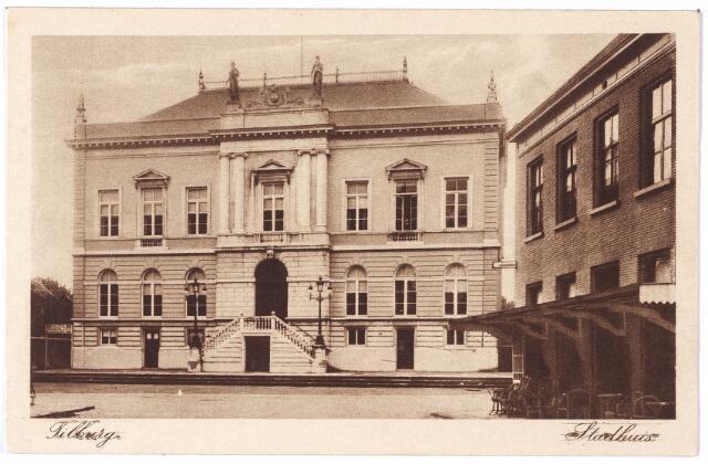 002327 - Stadhuisplein voorheen de Markt met voormalig gemeentehuis en rechts hotel 'de Gouden Zwaan' van de familie Broeckx.