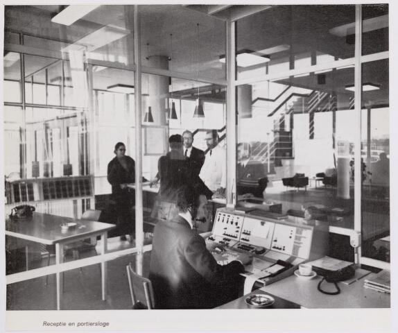 041920 - Gezondheidszorg. Ziekenhuizen. Receptie en portiersloge in het Maria Ziekenhuis, nu Tweestedenziekenhuis
