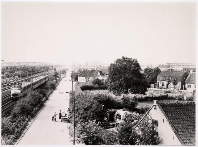 036607 - Panorama van Tilburg vanaf het viaduct aan de Ringbaan-West (Alleenhouderstraat)