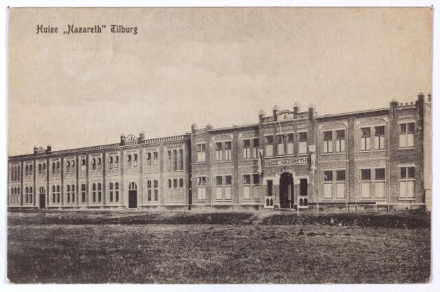 001632 - Voogdijgesticht voor jongens, huize Nazareth aan de Nazarethstraat. Het 140 meter lange gebouw kwam tot stand op initiatief van de 'Vereeniging Liefdewerk voor Kinderbescherming'. Deze vereniging was opgericht in 1907 als onderafdeling van de Vincentiusvereniging. De eerste steen werd gelegd door de deken van Tilburg en Goirle op 9 februari 1916. Het huis werd in gebruik genomen op 2 november 1916, de officiële opening vond plaats op 21 december 1916. De eerste directeur was frater M. Gondulphus.