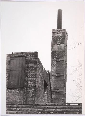 030897 - De Schoolstraat. Kaardenfabriek. (foto gemaakt in periode 1972-1980)