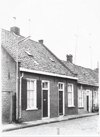 028063 - Woningen  aan de Veldstraat 24-26, thans Pastoor van Beurdenstraat