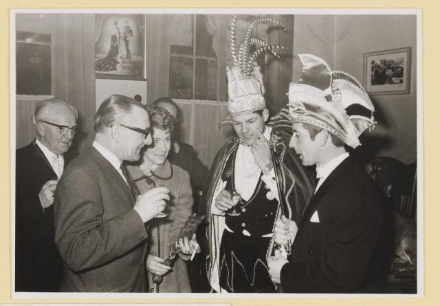 080313 - Prins Acremendo, Ad van Rijsewijk. !971/1972 Het borreltje op het stadhuis.