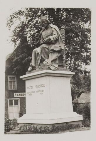 075468 - Onthulling standbeeld Pater Poirters (1926).  Onthulling door Jonkheer Van Sasse van IJsselt op 19 september 1926.