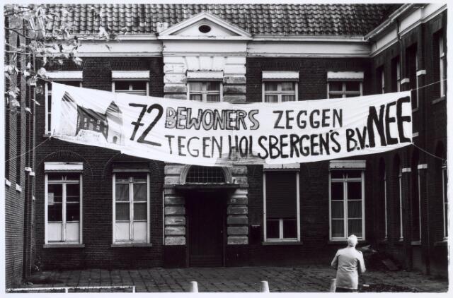 019157 - Bewonersprotest tegen de plannen van Holsbergen BV met Huize Goirke.