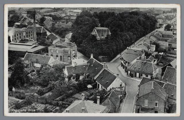 058054 - Gilze, panorama omstreeks 1935. Links Looierij Hoevenaars-van de Noort , woonhuis familie Hoevenaars-van de Noort; midden Villa Mol