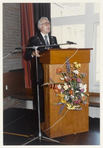 91158 - Made en Drimmelen. Opening Stuifhoekschool door burgemeester Harry (H.W.G.) Opheij.