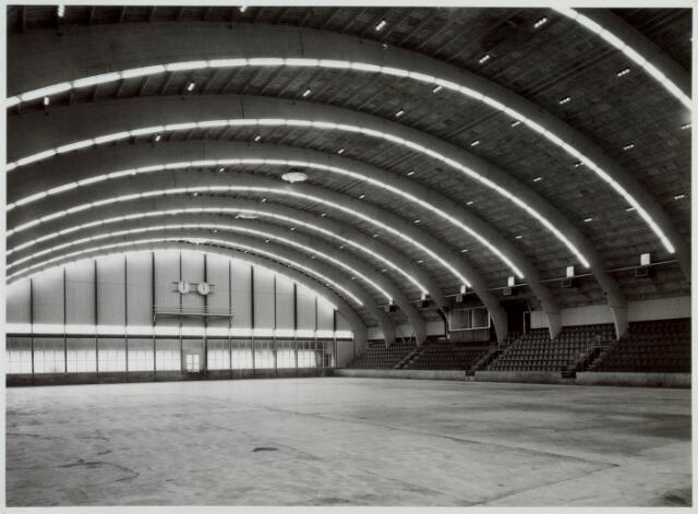 019785 - Interieur van de stadssporthal aan de Goirleseweg