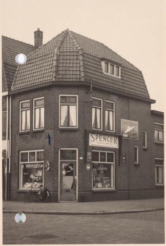 022365 - Tabakswinkel van J. Maas in de Hoefstraat anno 1957