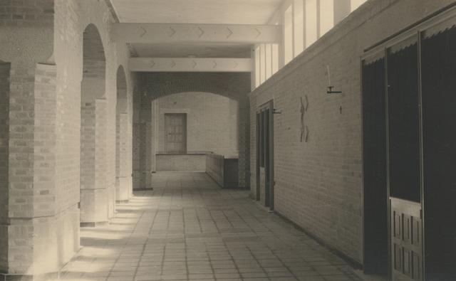 653340 - Parochie Gasthuisring. Het interieur van de pas-geconsacreerde kerk O.L. Vrouw van Altijddurende Bijstand
