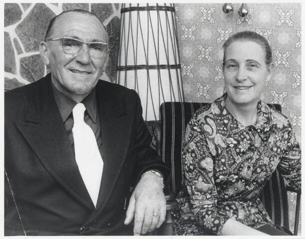 90557 - Made en Drimmelen. De heer P. Maas met echtgenote, oud Madenaar. Hij is voorzitter van de bond van Nederlandse oud-strijders in Australië.