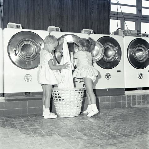D-00736 - Spijkers wassalon