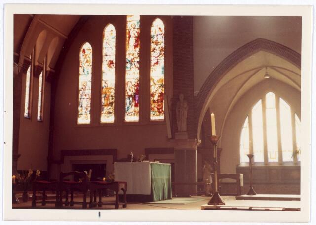016570 - Interieur van de kerk van de Heilige Familie, behorende tot de parochie Broekhoven II