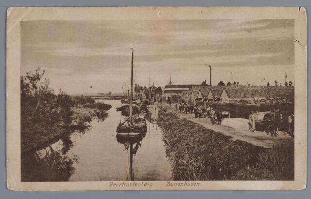 """058128 - Buitenhaven, Geertruidenberg. Zout lossen bij de """"Juin""""."""