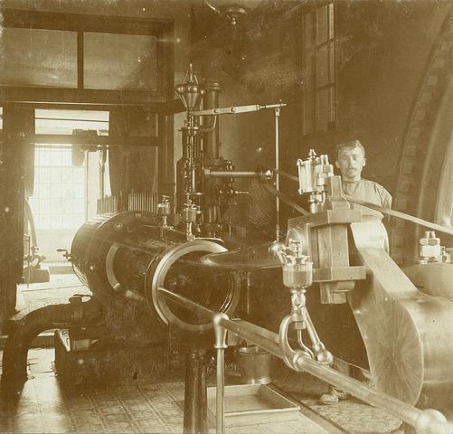 653474 - Textielfabriek Gebroeders Diepen. Machinekamer. (Origineel is een stereofoto.)