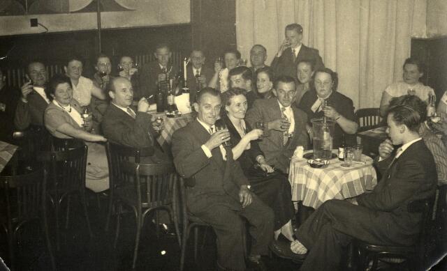 092290 - Feestje van de leden van de R.K. Schildersbond St. Lucas afdeling Tilburg.
