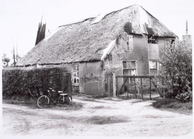 014541 - Vervallen boerderij aan de Stokhasseltstraat (Bellinistraat) anno 1964