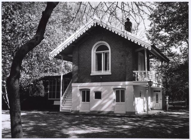 023923 - Voormalig buitenverblijf van Willem II op Koningshoeven. Later werd het het woonhuis annex atelier van de Tilburgse kunstschilder Nico Molenkamp