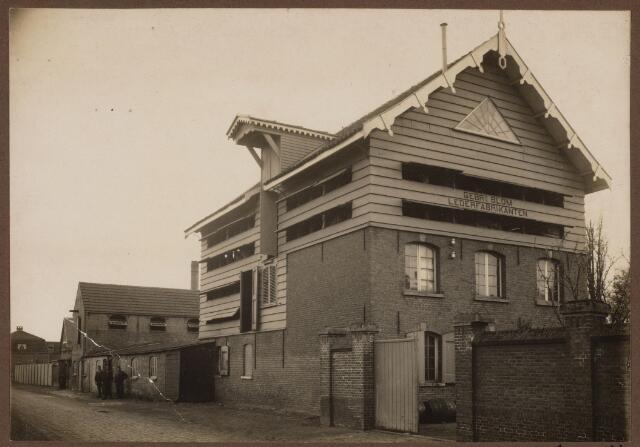 102325 - Leerindustrie. De leerfabriek van de gebr. Blom aan de St Jozefstraat