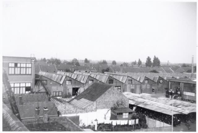038624 - Volt. Zuid. Gebouwen. 1938. Foto genomen in zuid-oostelijke richting vanaf het toenmalige hoofdkantoor van Volt aan de Voltstraat. (Toen Nieuwe Goirleseweg) De shedbouw behoort tot de oudste bouwwerken van Volt, gebouwd in 1910-1911.