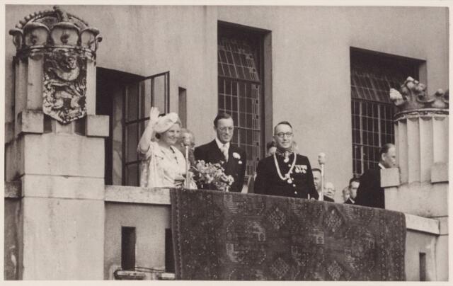 053319 - Koninklijke Bezoeken. koningin Juliana en prins Bernhard brengen een bezoek aan Tilburg