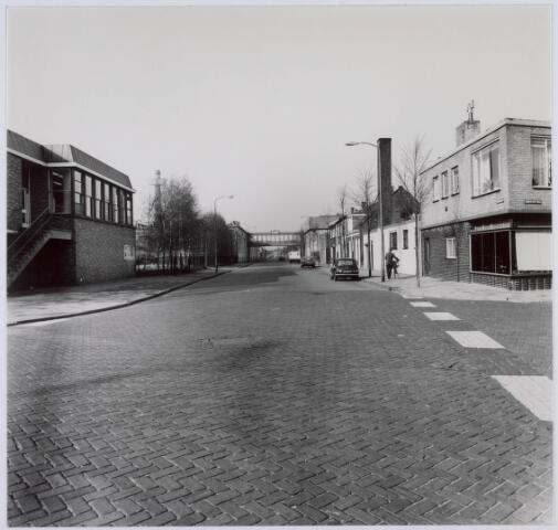 018346 - Fatimastraat met links en rechts gebouwen van AaBe Wollenstoffen-en Wollendekenfabrieken. (foto gemaakt in periode 1972-1980)