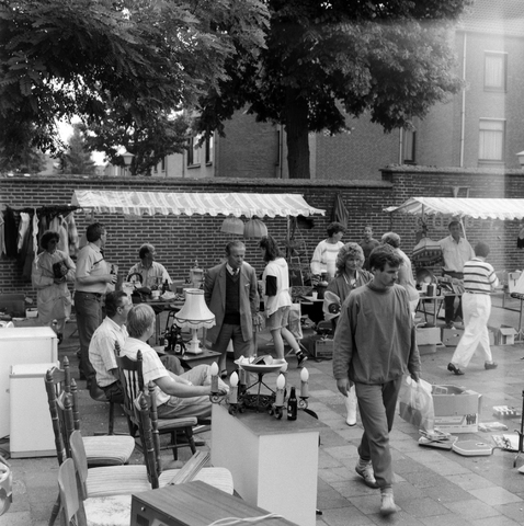 1237_010_737_002 - Rommelmarkt Biljart vereniging Padua.