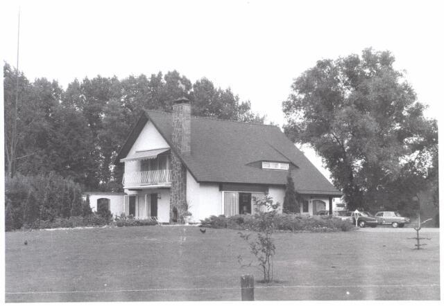022035 - Villa van autohandelaar Roskam aan de Hilvarenbeekseweg eind juli 1976