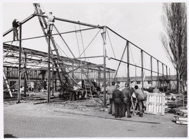 039171 - Volt. Zuid. Nieuwbouw, Gebouwen. De sloop van de stalen loodsen t.b.v. Hal Z en het hoofdkantoor AH in 1959.