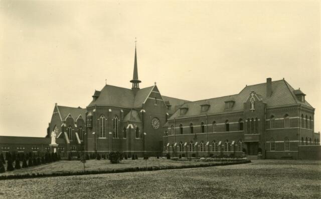 071649 - Kerk en gastenkwartier van de trappistinnenabdij O.L.V. Koningsoord te Berkel-Enschot.