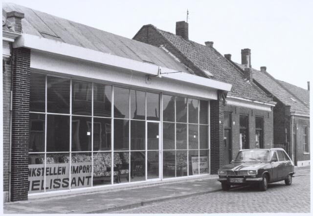 022538 - Meubelzaak van Melissant in het pand Van Hogendorpstraat 81. In de loop der jaren hebben meerdere bedrijven in dit pand gezeten