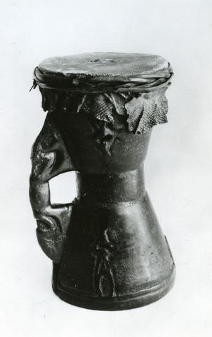 071619 - Trom van de Asmat. Collectie Volkenkundig Museum aan de Kloosterstraat 24.