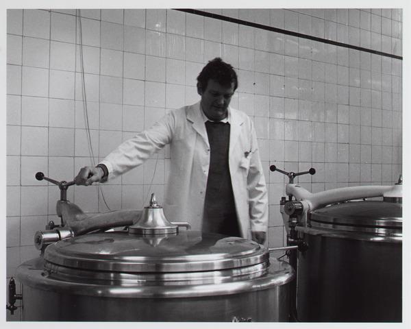 041810 - Elisabethziekenhuis. Gezondheidszorg. Ziekenhuizen. Centrale keuken in het St. Elisabethziekenhuis.